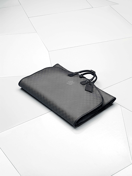 95f0b55c74e54 Wyjątkowe torby podróżne dla wyjątkowego samochodu. Louis Vuitton, pionier  w dziedzinie podróżowania w wielkim stylu, stworzył na miarę zestaw bagaży  dla ...