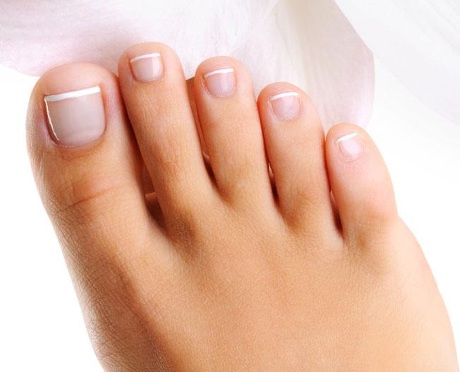 3 Foot depositphotos 1534709 Well groomed toys on a female foot Hallu Motion – pozbądź się haluksów już w 4 tygodnie